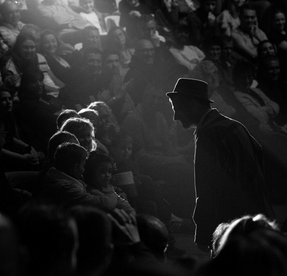 Fraser Hooper Circus crowd Black and white-min (1)