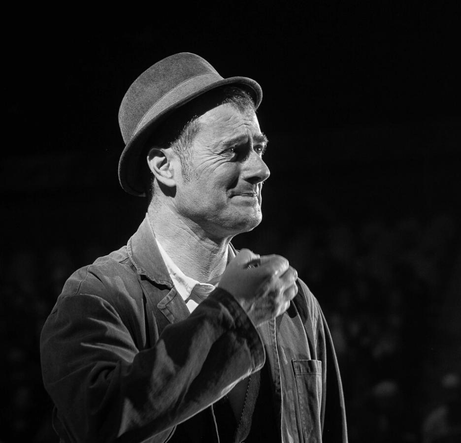 Fraser Hooper Circus spit bw-min