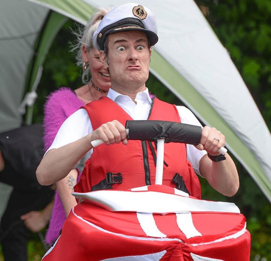 Fraser Hooper Speedboat-min